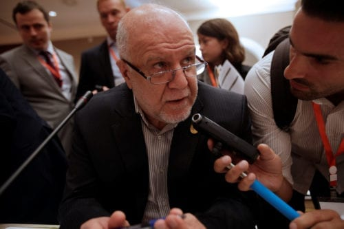 Iranian Oil Minister Bijan Zanganeh talks to reporters during the 15th International Energy Forum Ministerial (IEF15) in Algiers, Algeria September 27, 2016 [Ramzi Boudina / Reuters]