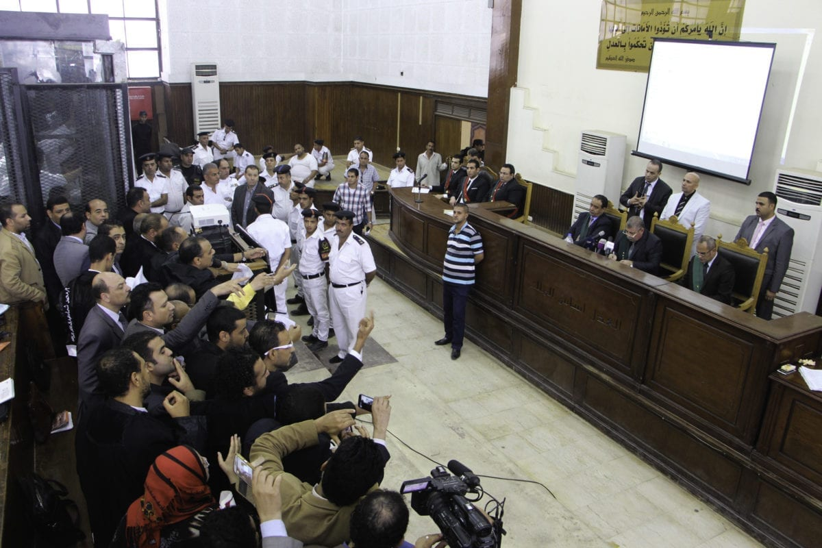 Muslim Brotherhood members at the trial over the breaking up of the Rabaa Al-Adawiya protests, at the police academy in Cairo, Egypt on November 01, 2016 [Moustafa El-Shemy / Anadolu]