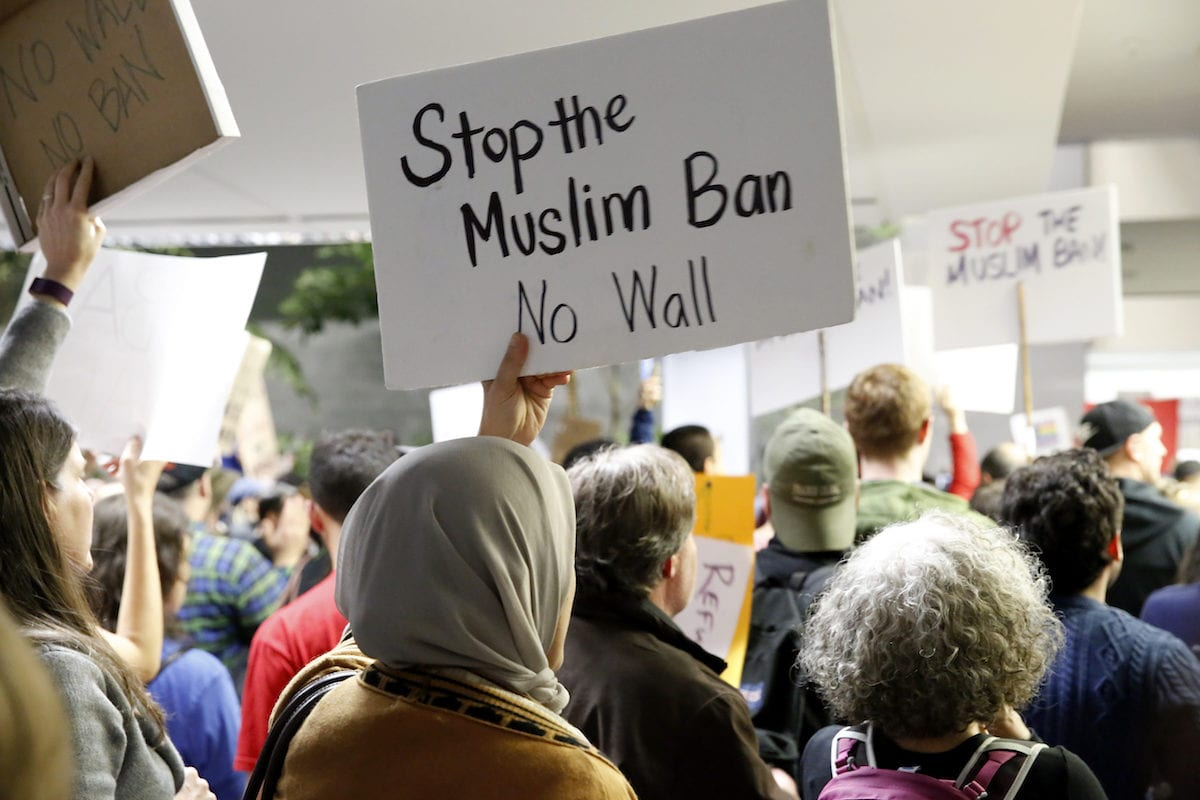 Activists stage a rally against President Donald Trump's 90-days ban of entry on 7 Muslim-majority countries in San Francisco, US on January 28, 2017 [Tayfun Coşkun - Anadolu Agency]