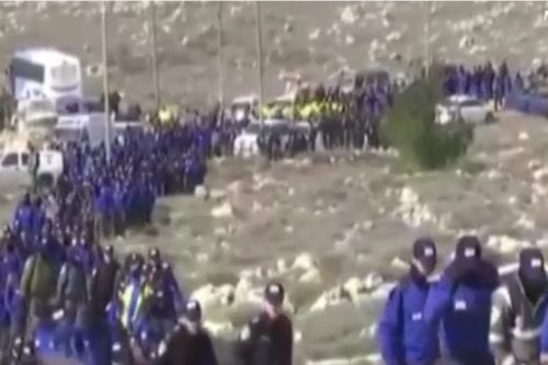 Hundreds of Israeli security forces enter the illegal Amona outpost to evacuate it 1 February 2017