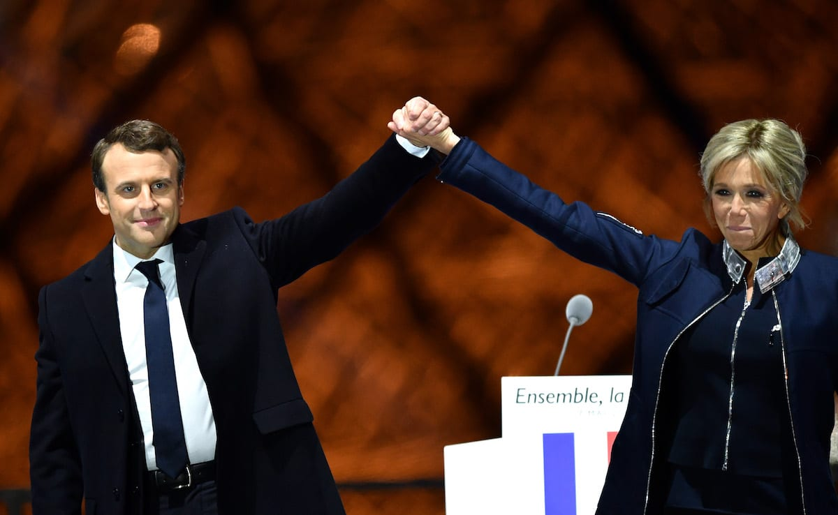 French presidential election candidate for the 'En Marche!' (Onwards!) political movement, Emmanuel Macron (L) greets with his wife Brigitte Trogneux (R) after winning the 2017 French election in Paris, France on May 7, 2017 [Mustafa Yalçın/Anadolu Agency]