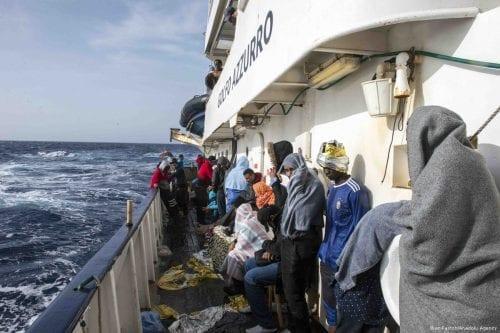 Image of migrants being rescued while crossing the Mediterranean sea on 7 May 2017 [Iker Pastor/Anadolu Agency]