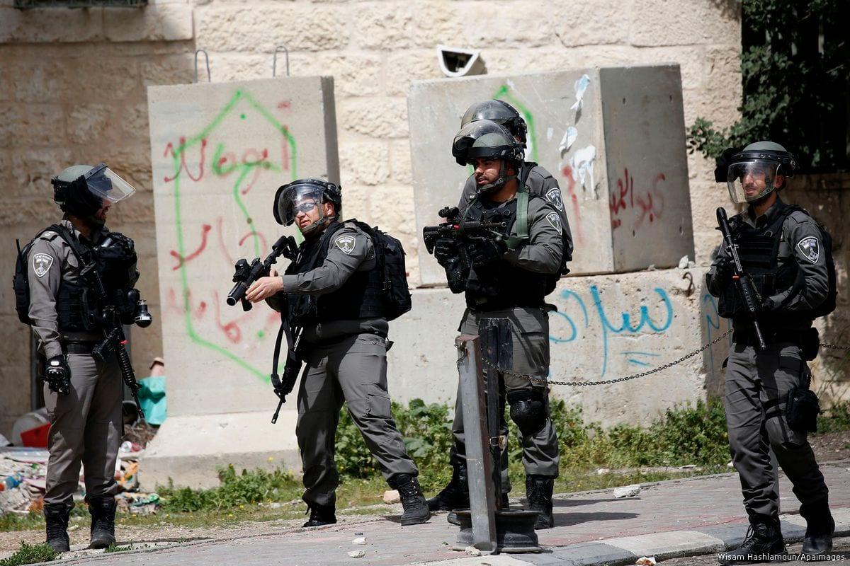 Image of Israeli border policemen in the West Bank on 22 March 2017 [Wisam Hashlamoun/Apaimages]