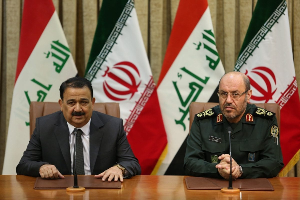Iranian Defence Minister Hossein Dehghan (R) and his Iraqi counterpart Erfan al-Hiyali (L) at the signing of an accord to boost military cooperation between the two countries on July 23, 2017 in Tehran, Iran [Iranian Ministry of Defence]