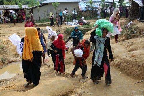 Rohingyas are seen at a makeshift camp in Teknaff, Bangladesh on 23 September 2017 [Zakir Hossain Chowdhury/Anadolu Agency]