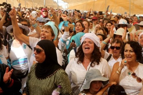 Palestinian and Israeli women march to call for, Israeli–Palestinian conflict to be resolved in a peaceful process and renegotiate, near Jordan border in Jericho, West Bank on 8 October, 2017 [Issam Rimawi/Anadolu Agency]