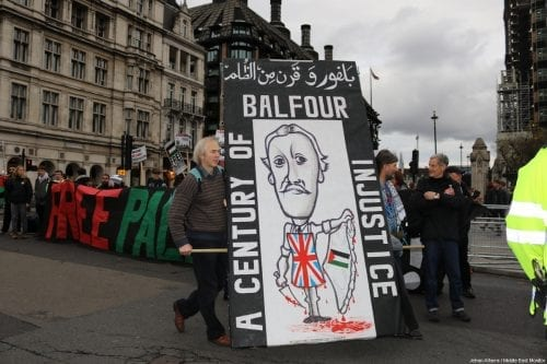 Londoners mark 100 years since Balfour Declaration in a protest to recognise the on-going oppression of Palestinians and calling for an apology from the British government, in London on 4 November, 2017 [Jehan Alfarra/Middle East Monitor]