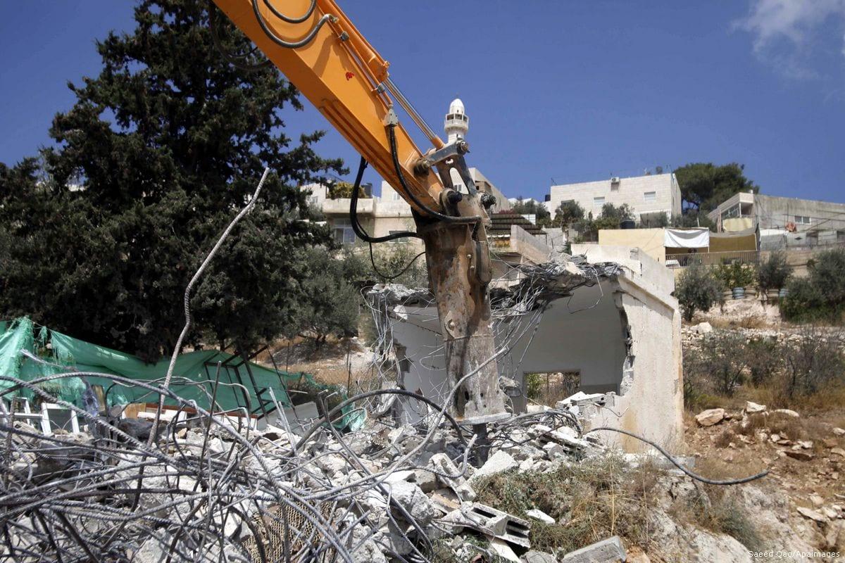 A bulldozer is demolishing homes belonging to Palestinians in Jerusalem [Saeed Qaq/Apaimages]