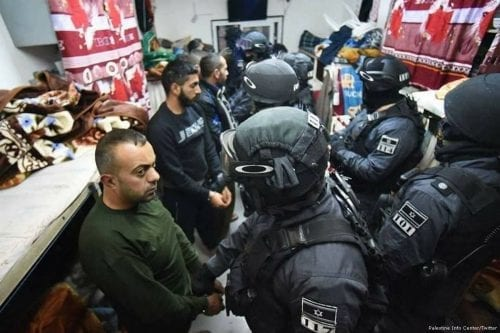 Israeli forces make Palestinian prisoners line up in their cell [Palestine Info Center/Twitter]