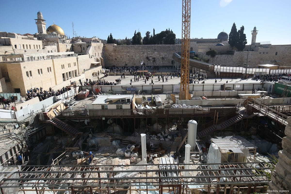 Israeli workers conduct an excavation work at the Al-Aqsa Mosque compound in Jerusalem, on 28 February 2018 [Mostafa Alkharouf/Anadolu Agency]