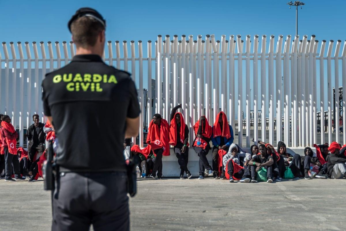 Spanish police guard the migrants at the Algeciras' port on 31 July, 2018 in Algeciras, Spain [Ignacio Marin/Anadolu Agency]