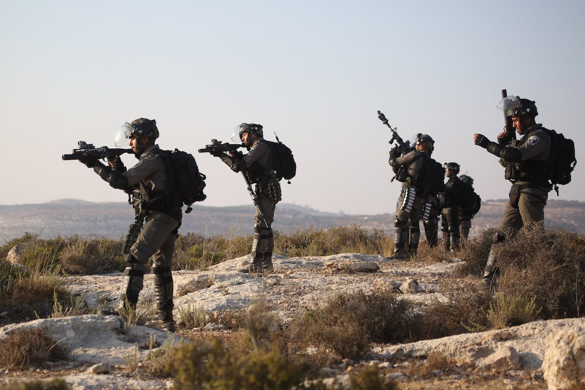 Israeli forces intervene Palestinians during a protest against Israeli settlement construction on Palestinians' fields, in the village of Ras Karkar near Ramallah, West Bank on 4 September, 2018 [Issam Rimawi/Anadolu Agency]