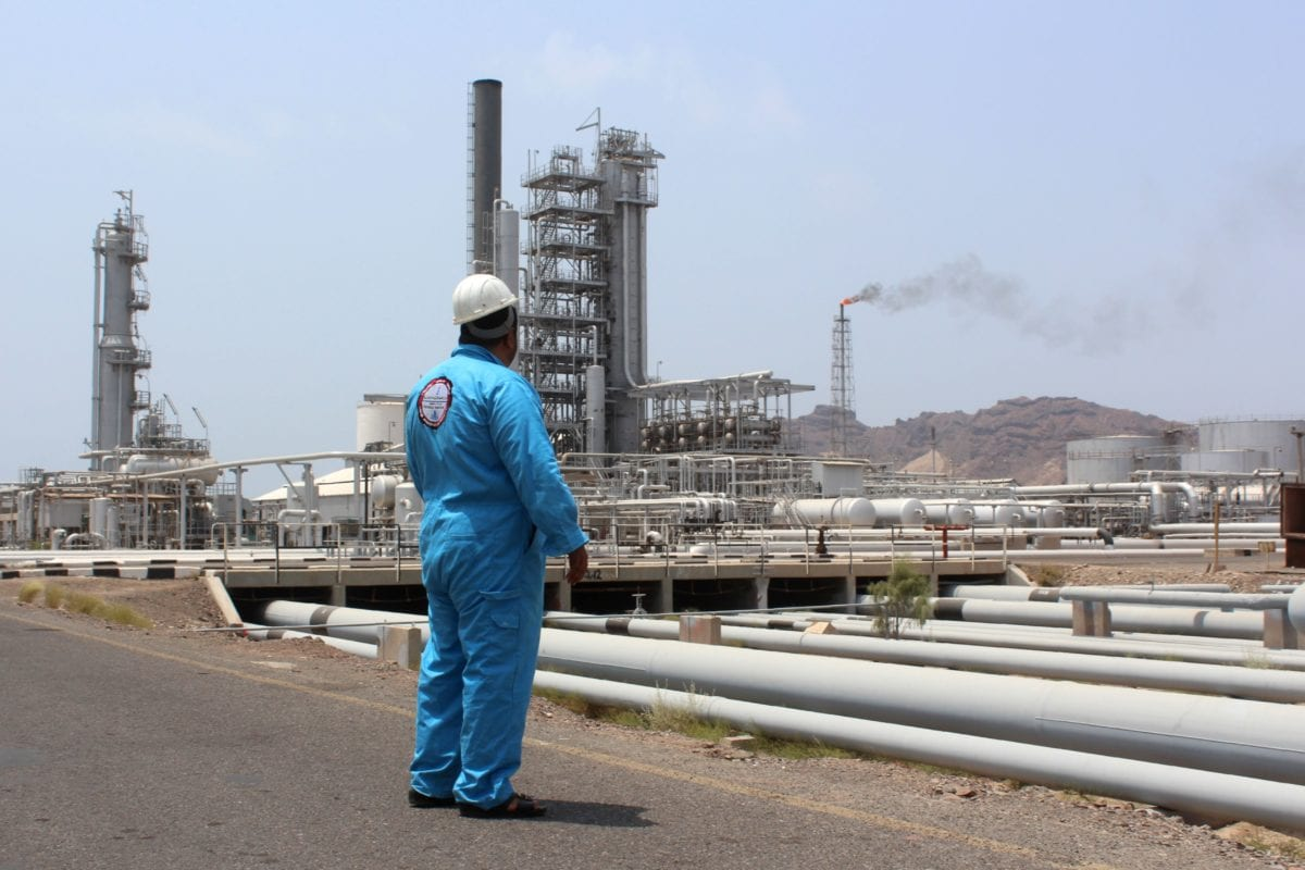 A Yemeni oil worker looks out at the Aden oil refinery after it was re-actived on September 5, 2016, following a year of closure due to the on going conflict [SALEH AL-OBEIDI/AFP/Getty Images]