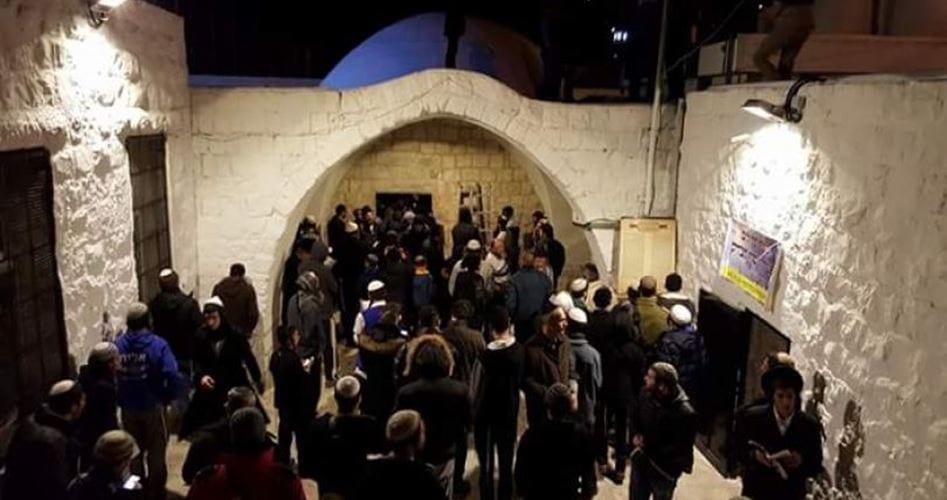 Israel kills 2 Palestinians after settlers storm Nablus tomb