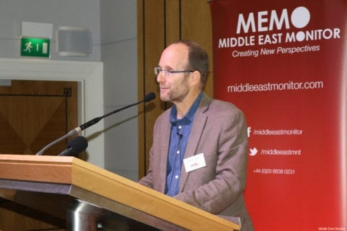 British journalist Jonathan Cook speaks at MEMO's 'Present Absentees' conference in London on April 27, 2019 [Middle East Monitor]
