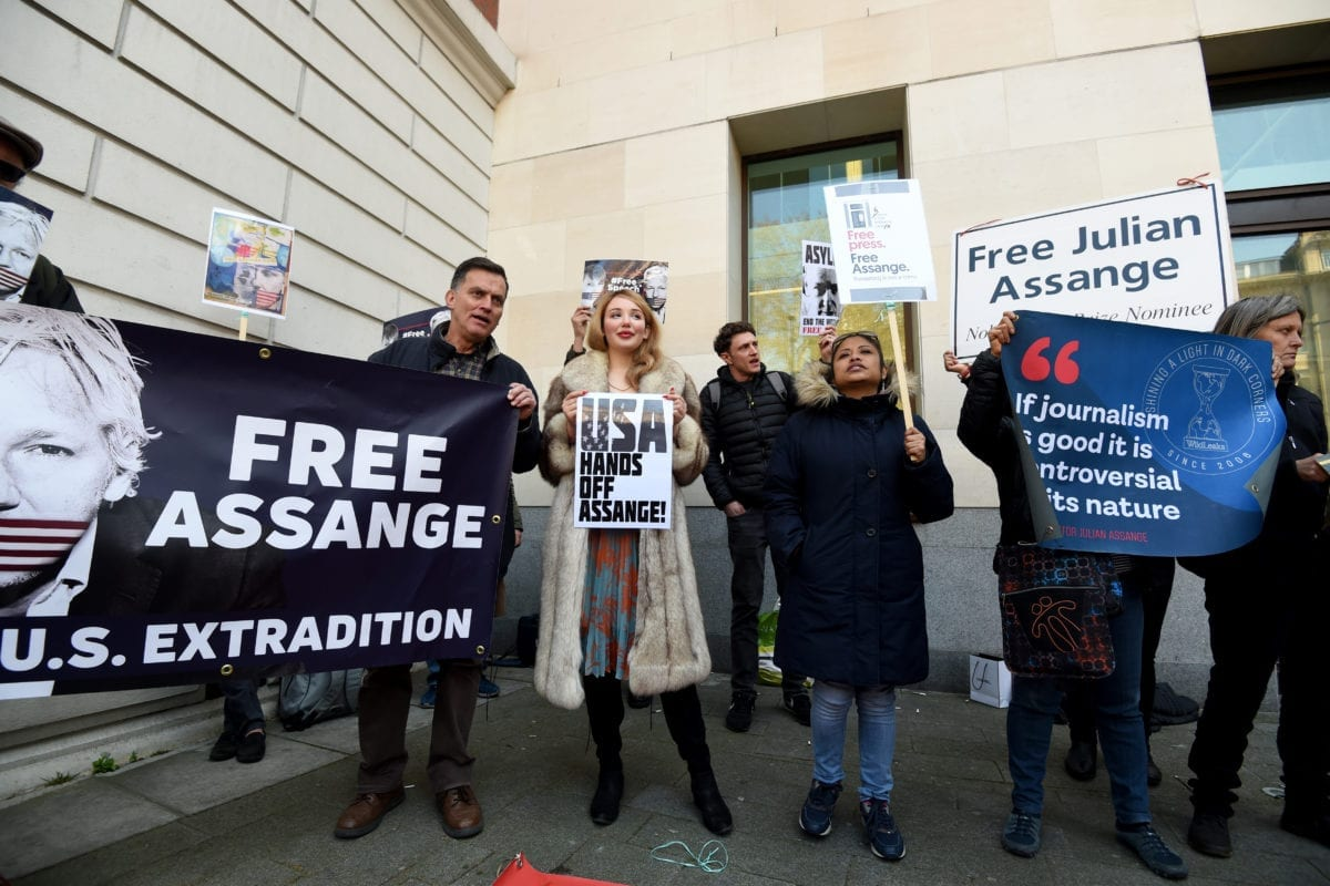 People stage a protest outside Westminster Magistrates court after WikiLeaks founder Julian Assange was arrested in Ecuador's Embassy in London, United Kingdom on 11 April 2019. Kate Green - Anadolu Agency]