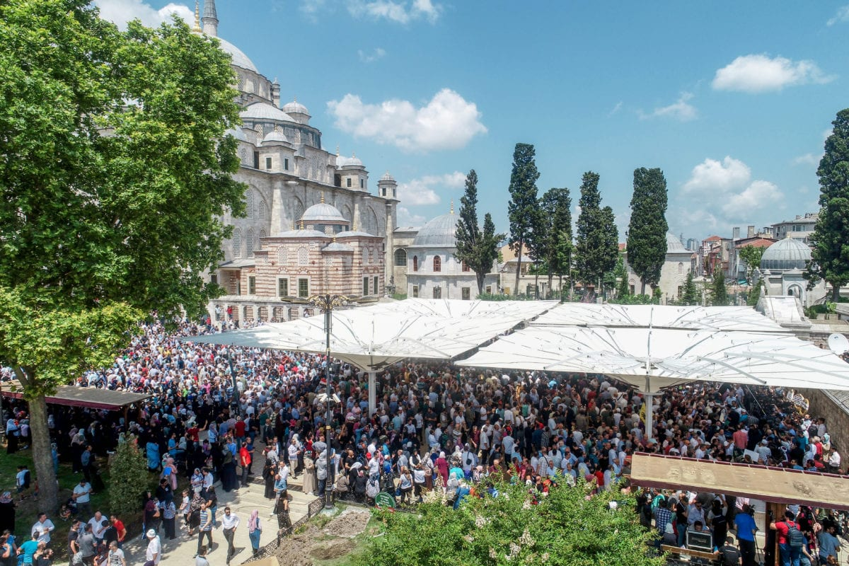 An aerial view of people gathered to perform the funeral prayer in absentia for former President of Egypt Mohamed Morsi at Fatih Mosque in Istanbul, Turkey on June 18, 2019. [Muhammed Enes Yıldırım - Anadolu Agency]