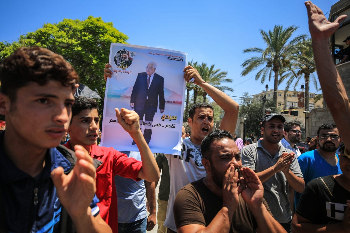 People shout slogans during a demonstration against the US-led conference in Bahrain, on June 26, 2019 in Gaza City, Gaza. [Ali Jadallah - Anadolu Agency]