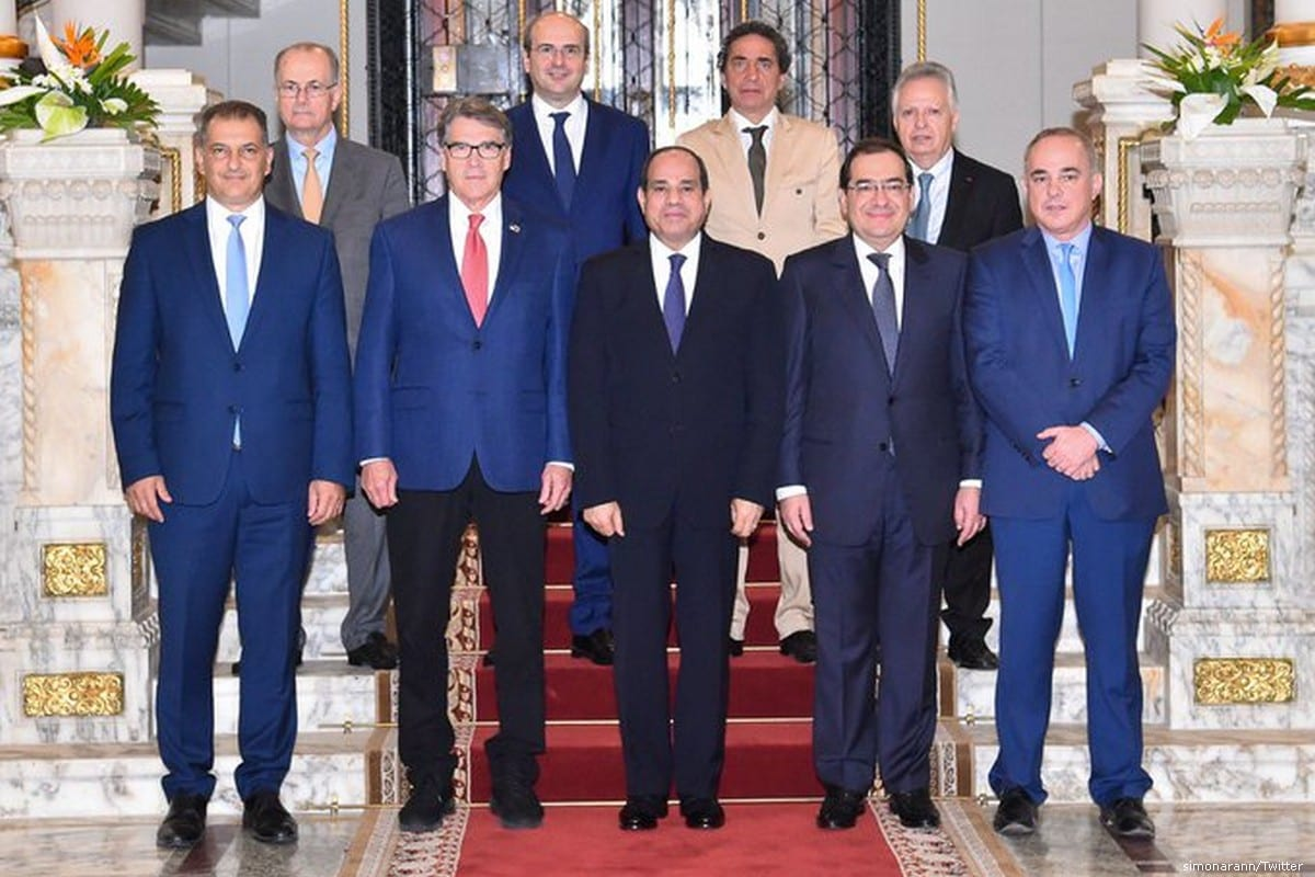 Officials, including Israeli Energy Minister Yuval Steinitz (FR) and Egyptian President Abdel Fattah Al-Sisi (C) pose for a photo following the Mediterranean Gas Forum in the Egyptian capital Cairo, Egypt on 26 July 2019 [simonarann/Twitter]