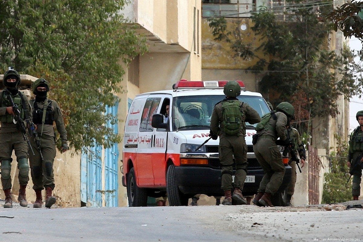 Israeli security forces hinder the movement of a Palestinian ambulance in the West Bank, on 6 October 2017 [Ayman Ameen/Apaimages]