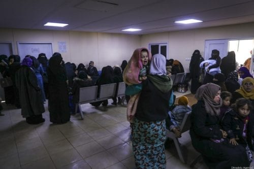 Syrian families wait for medical treatment for their kids at a health center at a camp which host Syrian families who have been forced to displace due to the attacks carried out by Assad regime and Russia, in Idlib, Syria on January 09, 2020. [Esra Hacioğlu - Anadolu Agency]