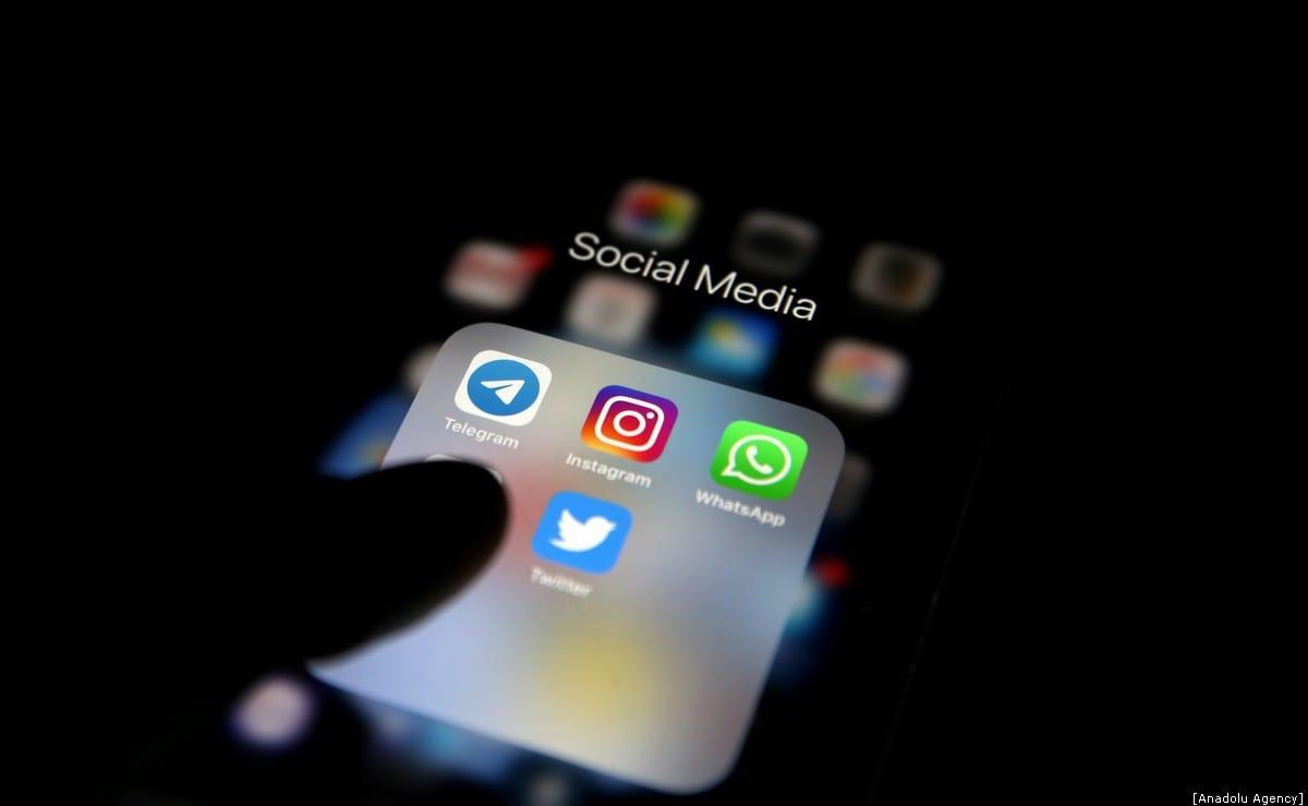 Logos of popular social media apps on 12 January 2020 [Raşit Aydoğan/Anadolu Agency]