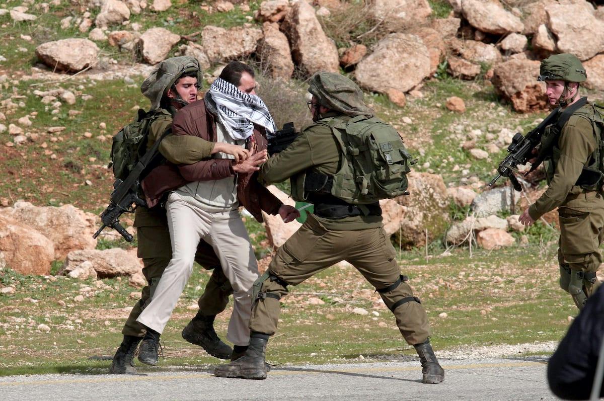 Jeune Palestinienne qui na pas froid aux yeux