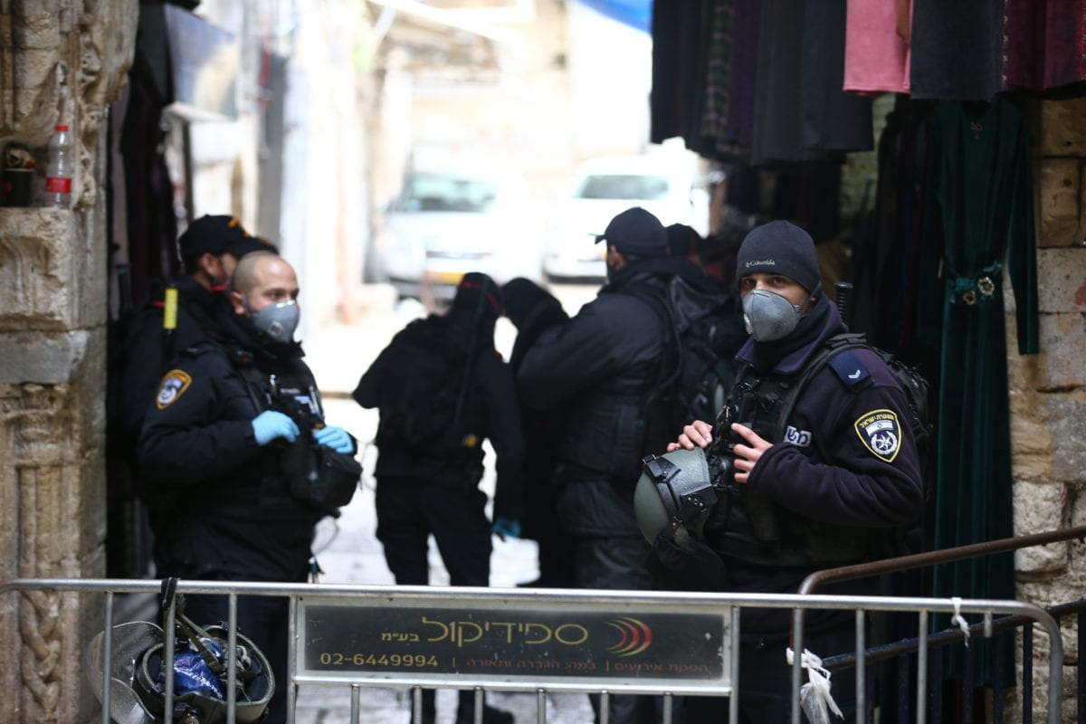 Israeli forces stand guard at checkpoints within the coronavirus (Covid-19) pandemic precautions ahead of the Friday Prayer in Jerusalem on 20 March 2020. [Mostafa Alkharouf - Anadolu Agency]