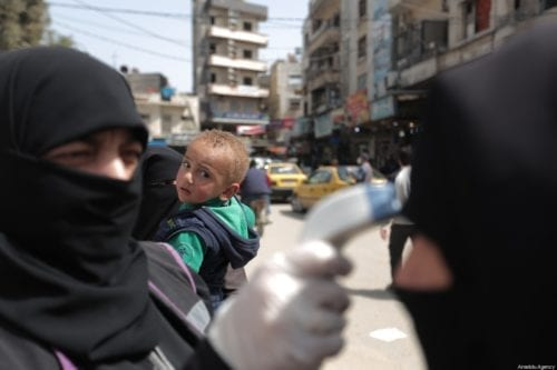 Temperature checks of Syrians within measures taken against coronavirus (Covid-19) pandemic in Idlib, Syria on 24 March 2020 [Muhammed Said/Anadolu Agency]
