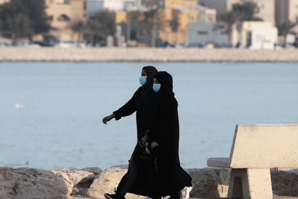 Women in Saudi wear medical masks as a precaution to protect themselves from coronavirus [Twitter]