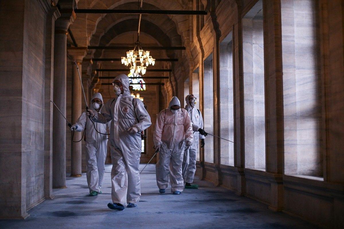 Officials carry out disinfection work as part of precautions against the coronavirus (COVID-19), on 19 March 2020 in Istanbul, Turkey [Salih Zeki Fazlıoğlu/Anadolu Agency]