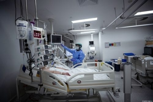 Health officers take care of coronavirus patients at Medicana Kadikoy hospital in Istanbul, Turkey on 11 April 2020 [Şebnem Coşkun/Anadolu Agency]