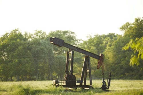 An oil derrick pumps crude from the ground near Luling, Texas in United States on 20 April 2020. [Dave Creaney - Anadolu Agency]