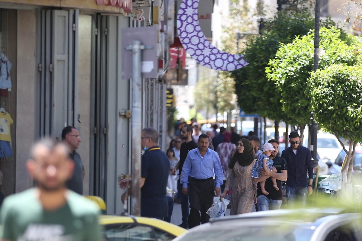 People socialise as part of coronavirus normalization process during the third and last day of Eid al-Fitr in Ramallah, West Bank on 26 May 2020. [Issam Rimawi - Anadolu Agency]