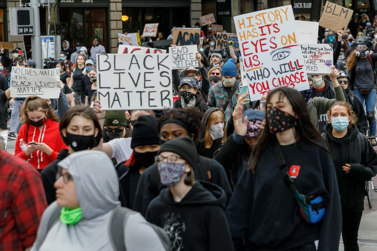 People protest over the death of George Floyd an unarmed black man who was killed after being pinned down by a white police officer in Minneapolis, US on 31 May 2020 [John Rudoff/Anadolu Agency]