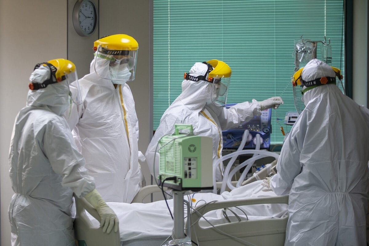 Healthcare workers wearing protective are at Gazi University Hospital as they fight against coronavirus (Covid-19) pandemic in Ankara, Turkey on 12 September 2020. [Emin Sansar - Anadolu Agency]