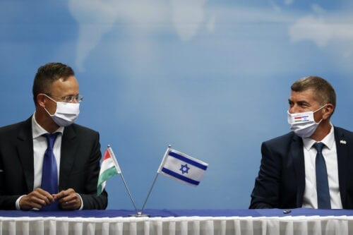 Israeli Foreign Minister Gabi Ashkenazi (R) and his Hungarian counterpart Peter Szijjarto deliver joint statements during their meeting in Jerusalem, on 20 July 2020. [RONEN ZVULUN/POOL/AFP via Getty Images]