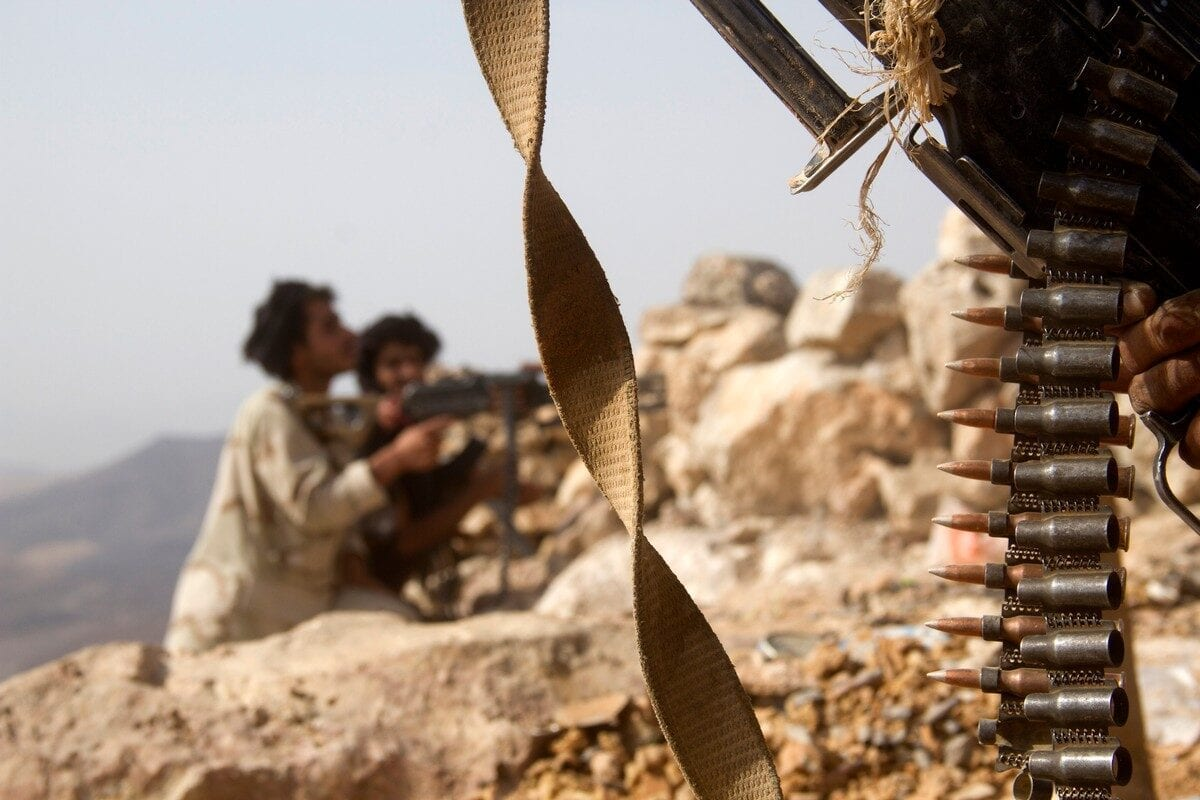 Yemeni tribesmen hold positions during fighting against the Houthis in Marib city on 27 June 2016 [ABDULLAH AL-QADRY/AFP/Getty Images]