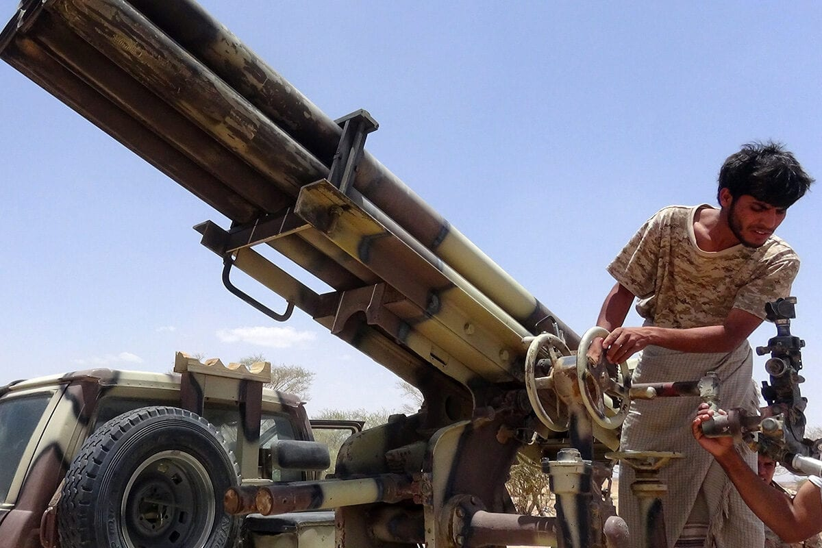 Yemeni tribesmen hold positions in Marib city on 12 May 2015 [AFP/Getty Images]