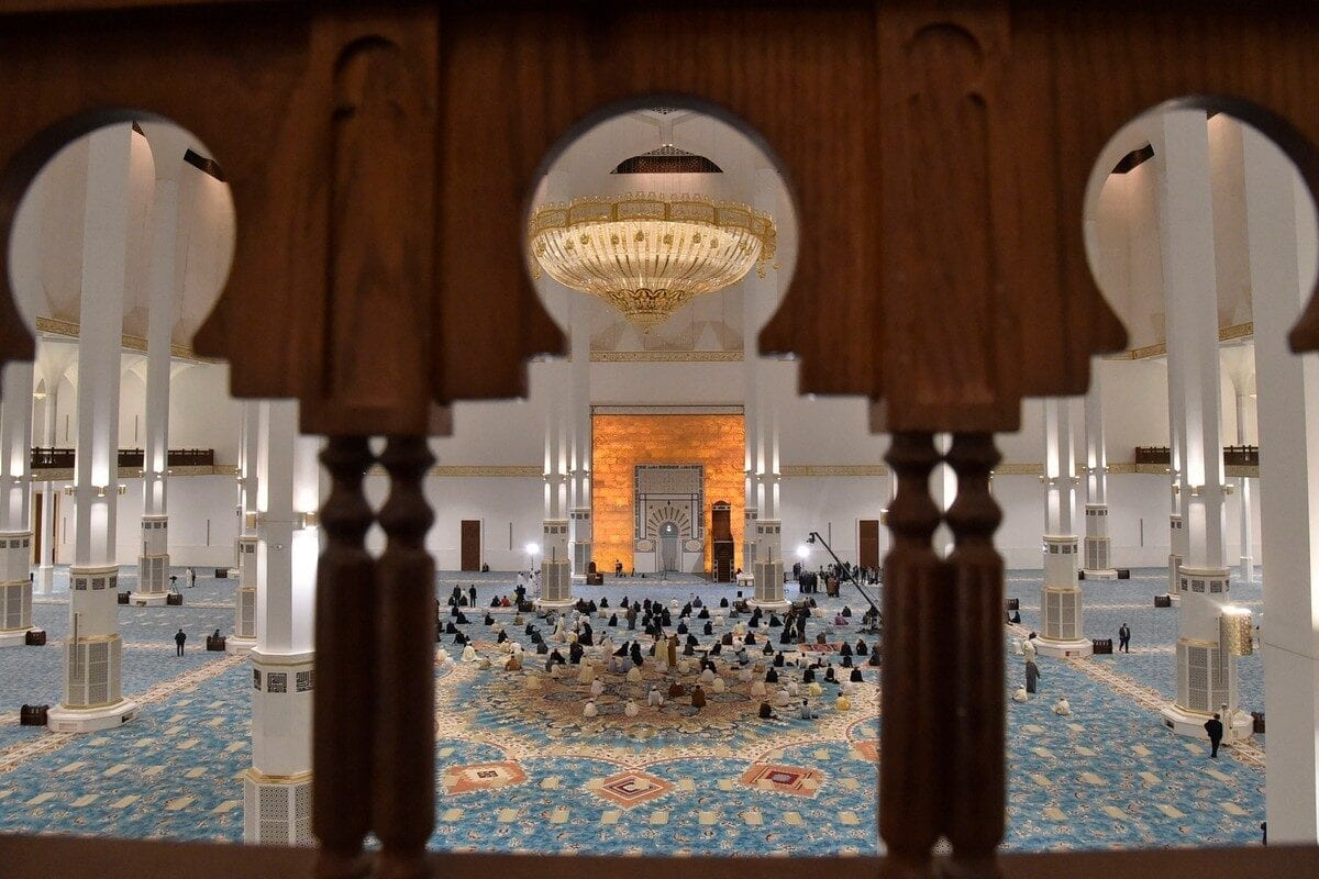 Algerian worshippers pray at the Great Mosque of Algiers on 28 October 2020 [RYAD KRAMDI/AFP/Getty Images]