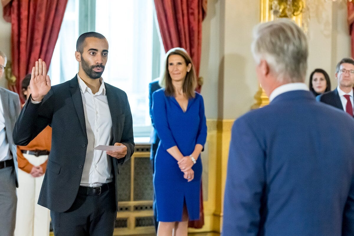 State Secretary for Asylum and Migration policy Sammy Mahdi takes the oath before King Philippe - Filip of Belgium at the oath ceremony of the Vivaldi government, at the Royal Palace, on 1 October 2020, in Brussels. [POOL - DANNYS GYS/BELGA MAG/AFP via Getty Images]