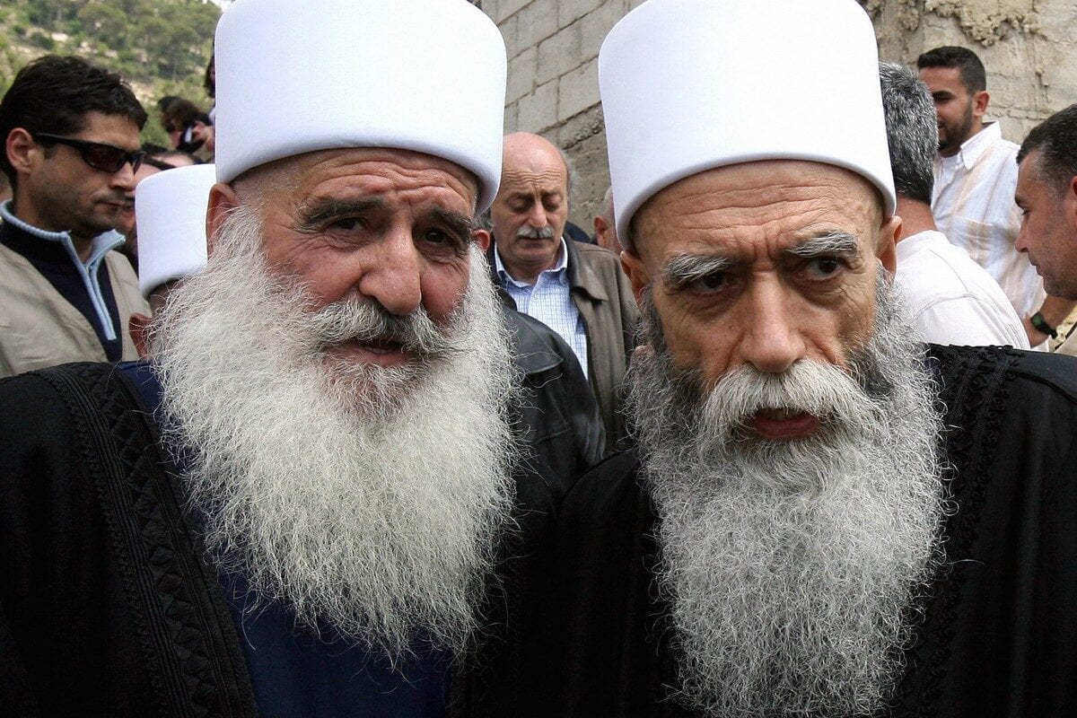 Druze religious chief Sheikh Naim Hassan (R) in Mount, Lebanon on 16 May 2008 [HASSAN AMMAR/AFP/Getty Images]