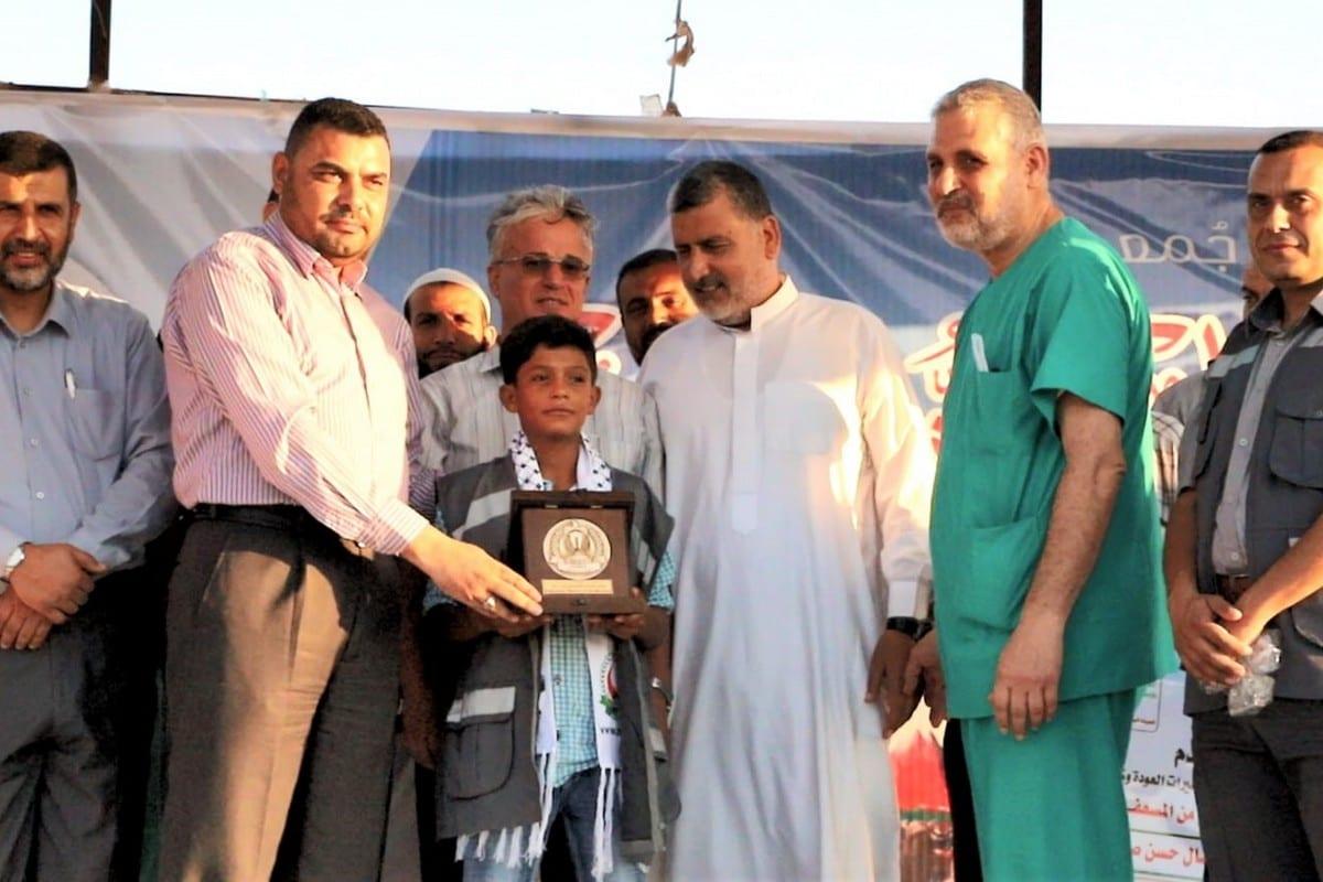 Ezzeddin Samsoum, 13 anni, è stato riconosciuto come un 'eroe bambino' per il suo coraggio durante la Grande Marcia del Ritorno quando ha salvato un uomo ferito