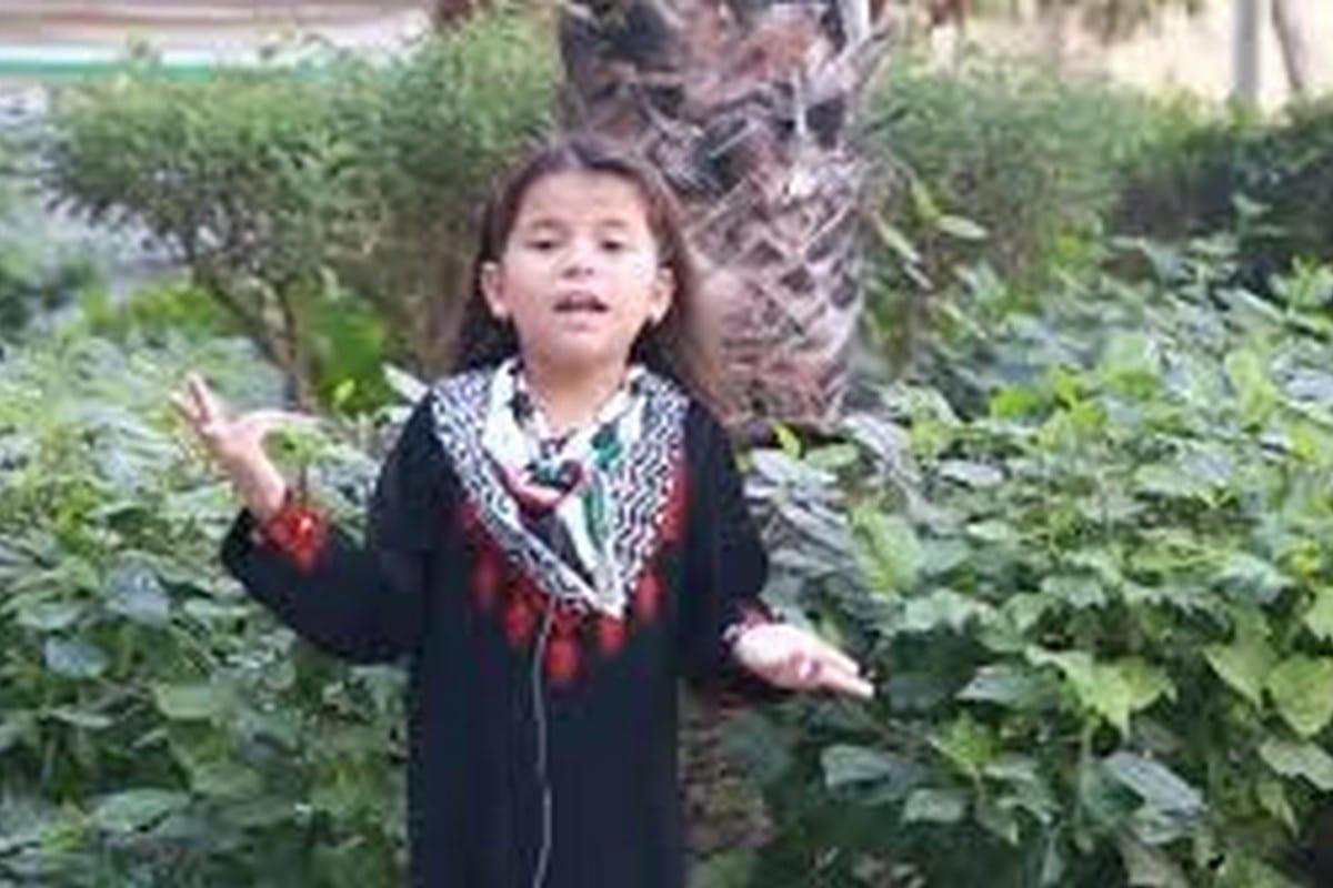 Zahra Zayed recita una poesia sulla sua terra