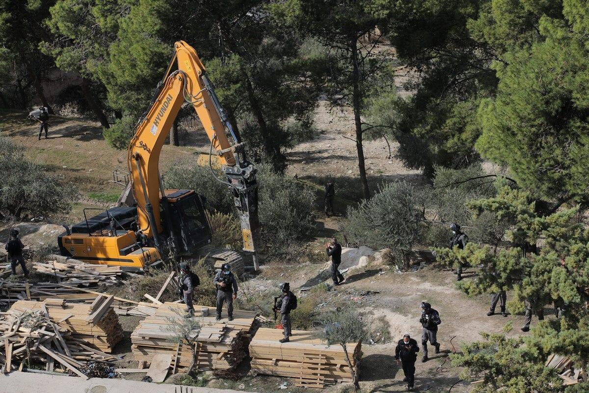 Israeli forces demolish a Palestinian house in Jerusalem on 11 November 2020 [Mostafa Alkharouf/Anadolu Agency]
