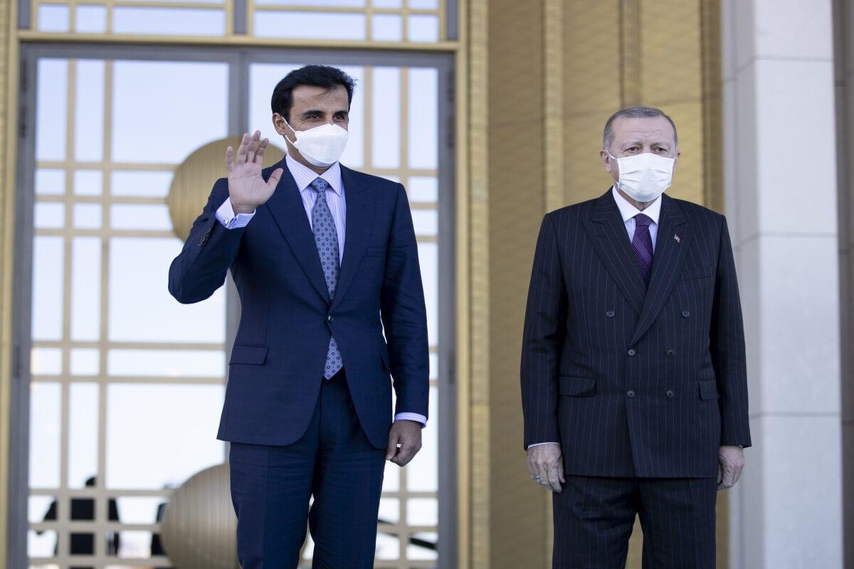 President of Turkey, Recep Tayyip Erdogan (R) and Qatari Emir Sheikh Tamim bin Hamad al-Thani in Ankara, Turkey on 26 November 2020 [Emin Sansar/Anadolu Agency]