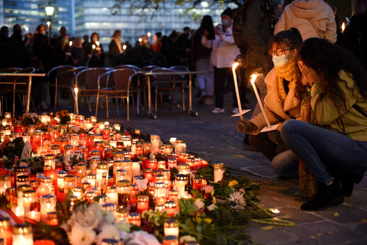 People light candles at a makeshift memorial at the scene of a terror attack last Monday in which a gunman shot a number of people, on 5 November 2020 in Vienna, Austria. [Thomas Kronsteiner/Getty Images]