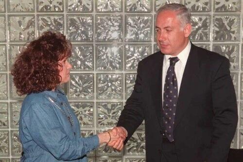 Esther Pollard, wife of Jewish American spy Jonathan Pollard, shakes hands with the Israeli right wing opposition leader Benjamin Netanyahu in Neve Ilan, near Jerusalem, on 21 May 21, 1996 [MENAHEM KAHANA/AFP via Getty Images]