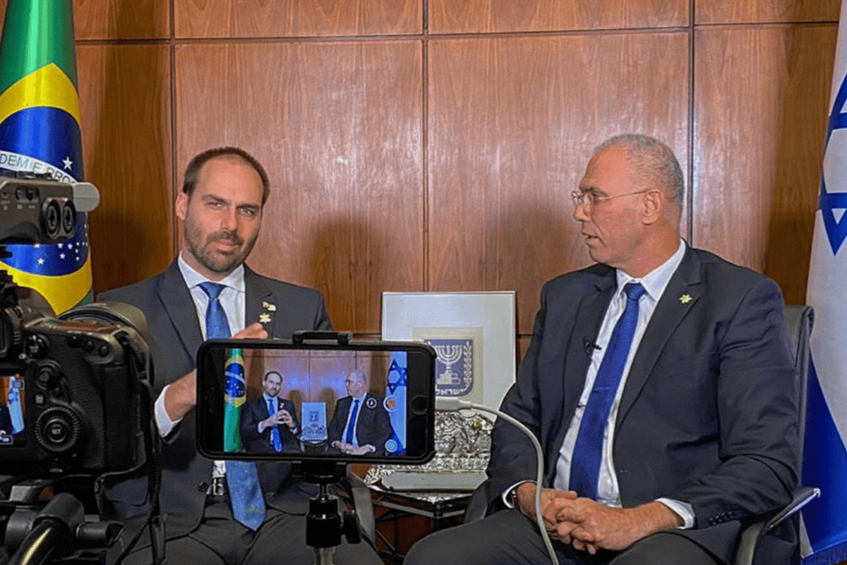 Eduardo Bolsonaro in an interview with Israeli ambassador to Brazil Yossi Shelley, 24 October 2020 [Twitter]